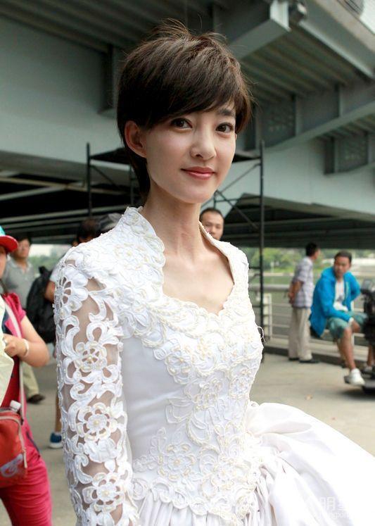 王丽坤马伊琍同时短发,一个甜美可爱一个气质干练,都很美!
